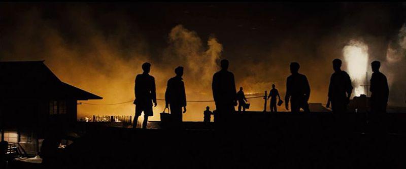 B29による無差別爆撃で炎上する東京を眺める捕虜たち