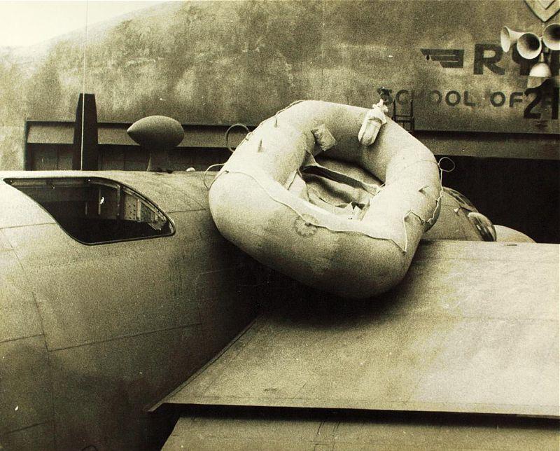 B24に搭載された救命ボート