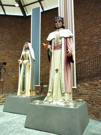 150515-161王と王妃の像T(S)