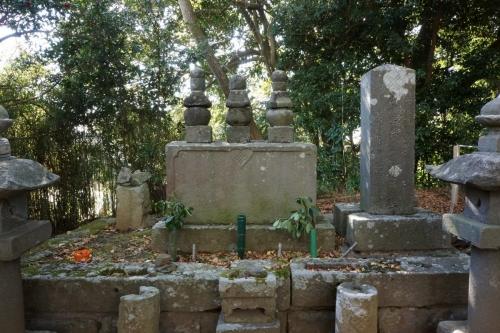 4誰かの墓 (1200x800)