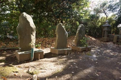 3誰かの墓 (1200x800)