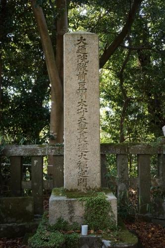 5誰かの墓 (800x1200)