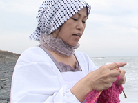 【無修正】セーターを編む五十路モンペ母 日野麻里子