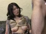 人妻熟女動画 : ナンパした熟女妻を謝礼金で釣って肉棒を咥えてもらう!