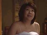 本日の人妻熟女動画 : 【近親相姦】いっしょに寝ようか!息子を抜いちゃう母親♪