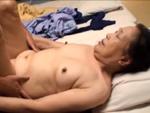 本日の人妻熟女動画 : 【素人】もう寝るだけだ!熟年旅行で中出しされちゃう熟女♪