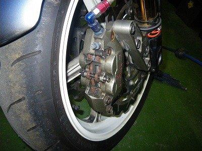 ブレンボ鍛造4ポッドレーシングキャリパー