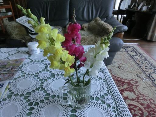 仏壇に花を