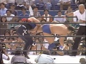 安生は高田の蹴り足をキャッチして、