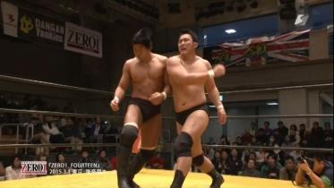 鈴木はエルボースマッシュから、