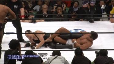 今度は菊田がアキレス腱固め