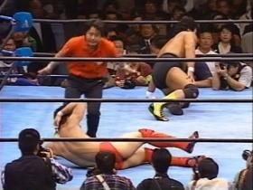 高田がロープに延髄痛打