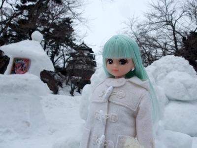 弘前城と雪像とリカ
