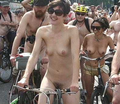 性競技「全裸サイクリング」競技中のマンコに注目エロ画像動画