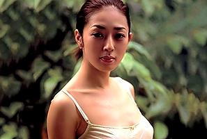 女優の小松千春が、ついに、ついに本番をしてくれました!ただそれだけの作品といってもいいかもしれませんね。