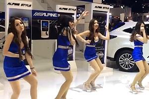 タイ・バンコクで行われたモーターショーで、4人のモデルが披露したダンスが「酷すぎる」と話題になっています。全員巨乳。 ?