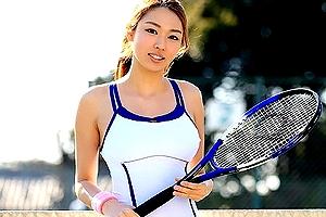 テニス競技歴12年の本物女子大生アスリート『錦野圭子』