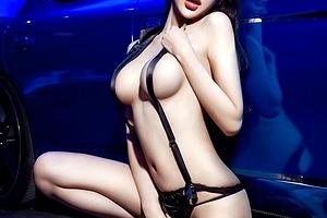 ストリップの間違いじゃね?台湾モーターショ  ーの9割裸お姉さんwww