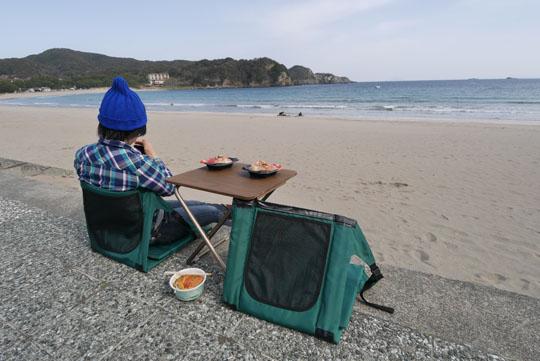 014海岸で昼食