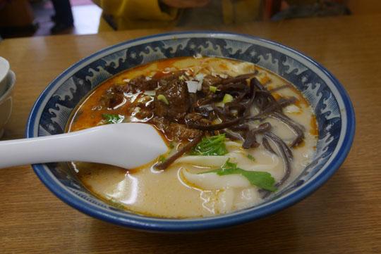 000牛肉刀削麺