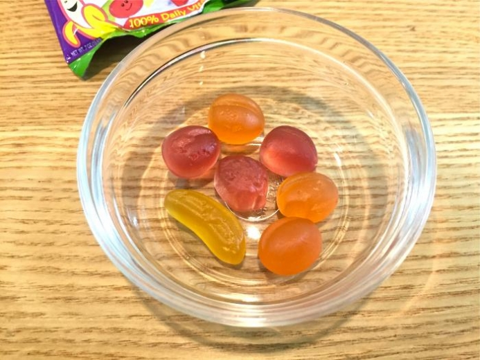 Yummy Earth, Organic Fruit Snacks, Banana, Cherry, Peach & Strawberry, 5 Packs, 3.5 oz (99 g) Total $3.74_1