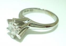 Ptダイヤたて爪リングリフォーム ●