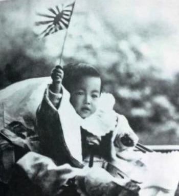 昭和天皇ご誕生翌年頃のお写真