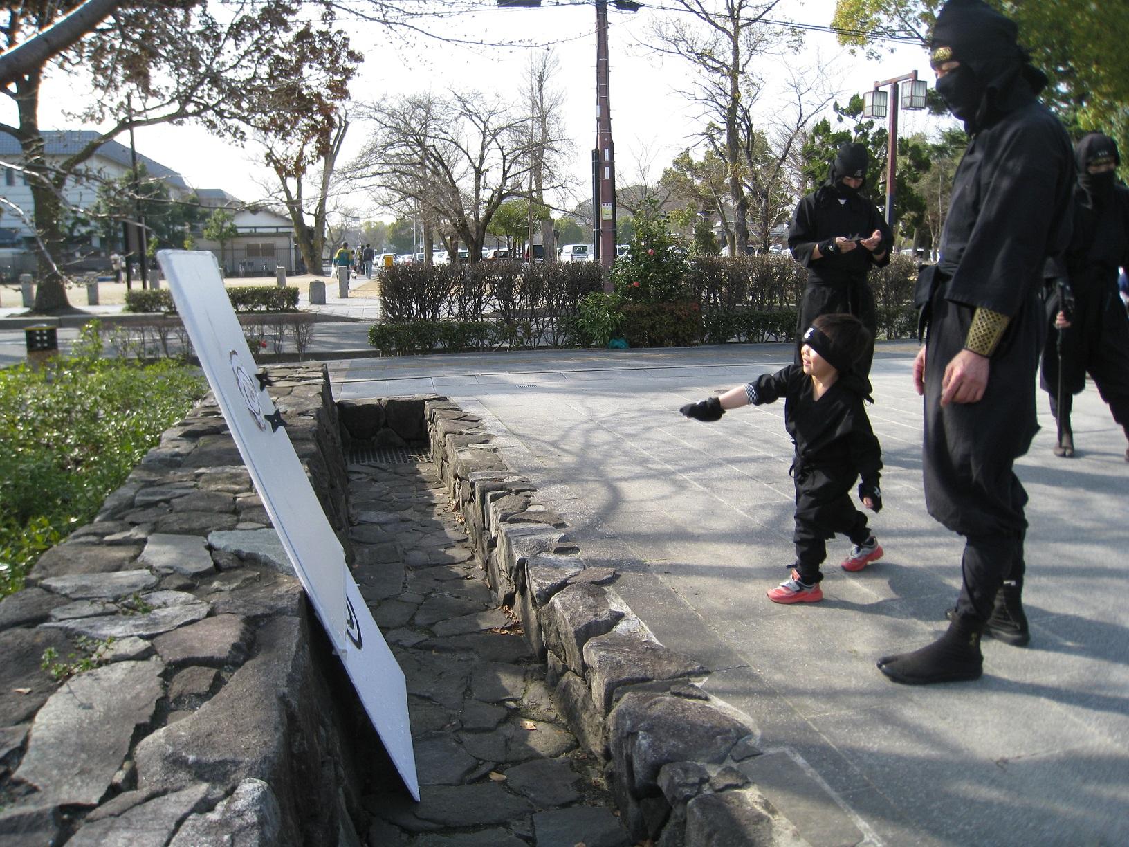 4歳のニンニンジャーが手裏剣体験