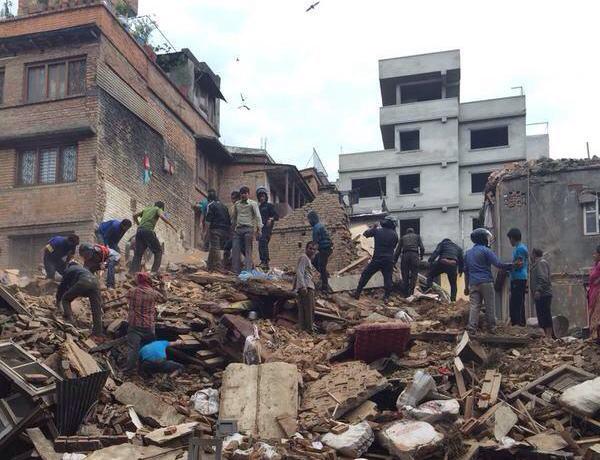 ネパールでM7.8の巨大地震、死者1200人を超える … エベレストに居たタレントのなすびさんや登山家の野口健さんの無事は確認される