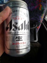 帰り道でも配られるビール