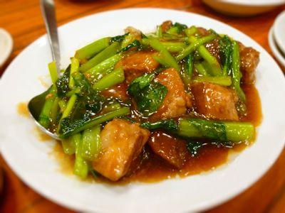 豚バラ肉と青菜の煮込み