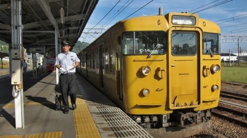 IMG_4245 糸崎駅で115系