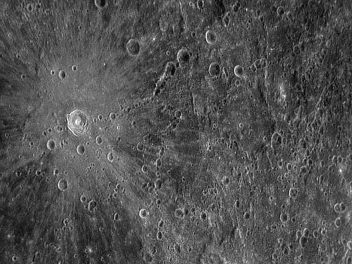 水星探査機メッセンジャーが任務を終えて水星に墜落