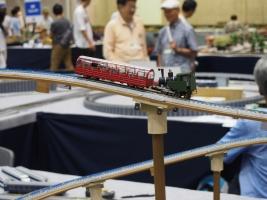 自作アプト式軌道を使った急こう配鉄道デモです。