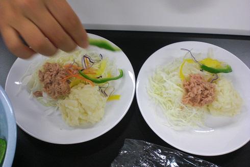 調理実習 サラダ