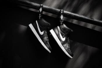 Air_Jordan_1_High_Srap_OG_Black_White_Sneaker_Politics_6_1024x1024.jpg