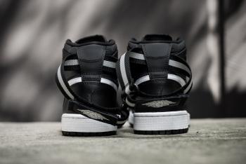 Air_Jordan_1_High_Srap_OG_Black_White_Sneaker_Politics_9_1024x1024.jpg