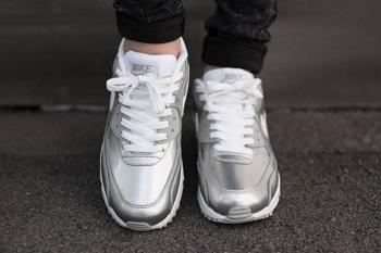 nike-air-max-90-metallic-silver-4.jpg