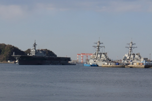 いずもとアーレイ・バーク級駆逐艦