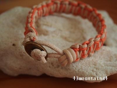 ネコの首輪風ブレスレット(オレンジ) (2) (400x300)