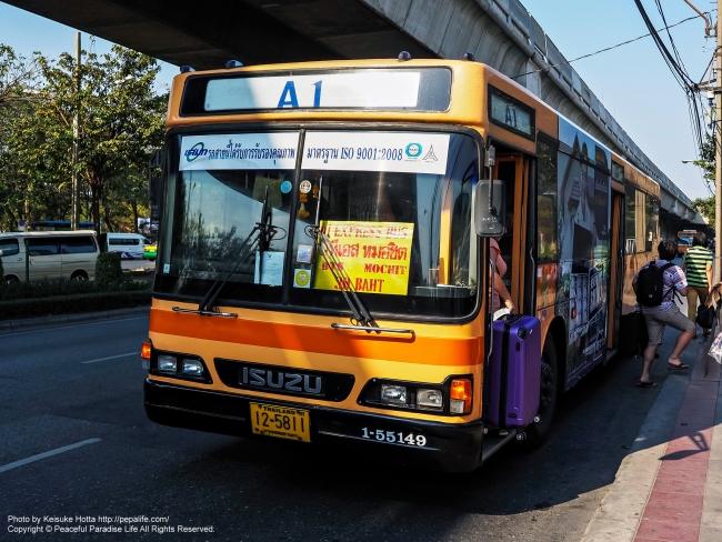 ドンムアン空港から乗ったエアポートバス[A1] BTSモーチット駅バス停にて