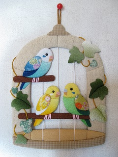 押絵「鳥かごのインコ」