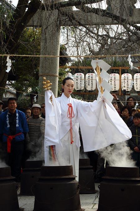 三輪坐恵比須神社 湯立神楽1