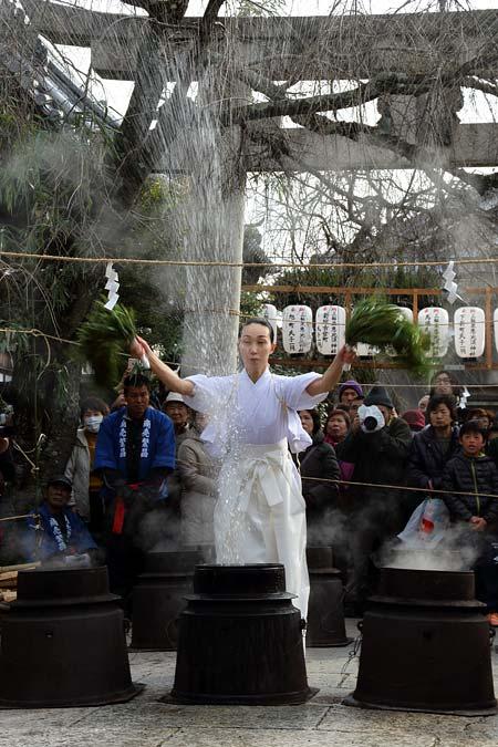 三輪坐恵比須神社 湯立神楽3