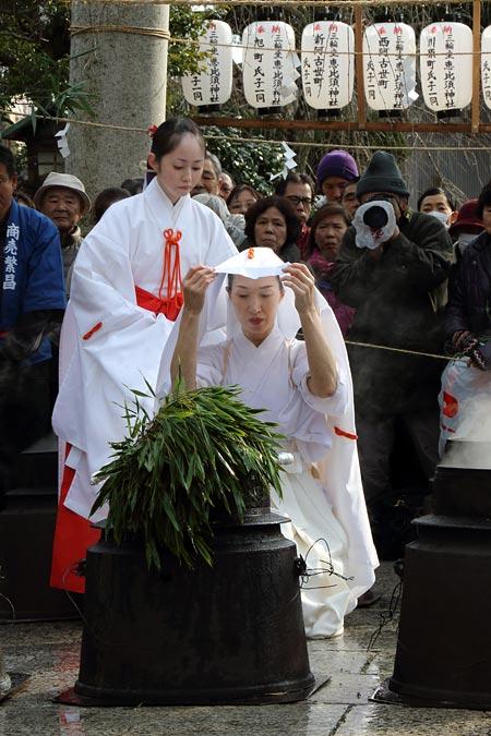 三輪坐恵比須神社 湯立神楽5