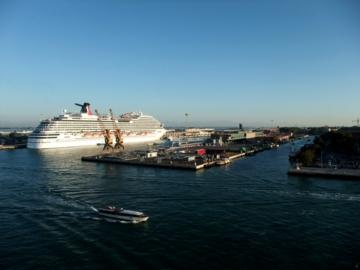 クルーズ252ベネチア港