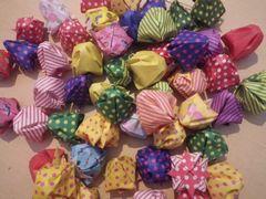 [写真]いちご狩りのお客様からいただいたいちごの折り紙