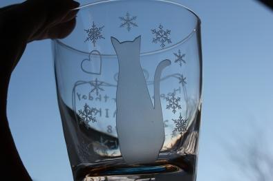 猫と雪の彫刻グラス