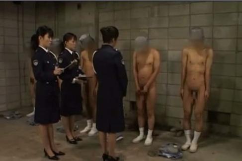 圧倒的屈辱!女尊男卑社会における刑務所の日常01