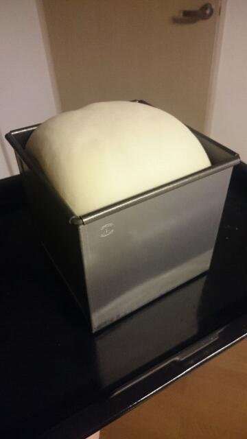 食パン二次発酵後